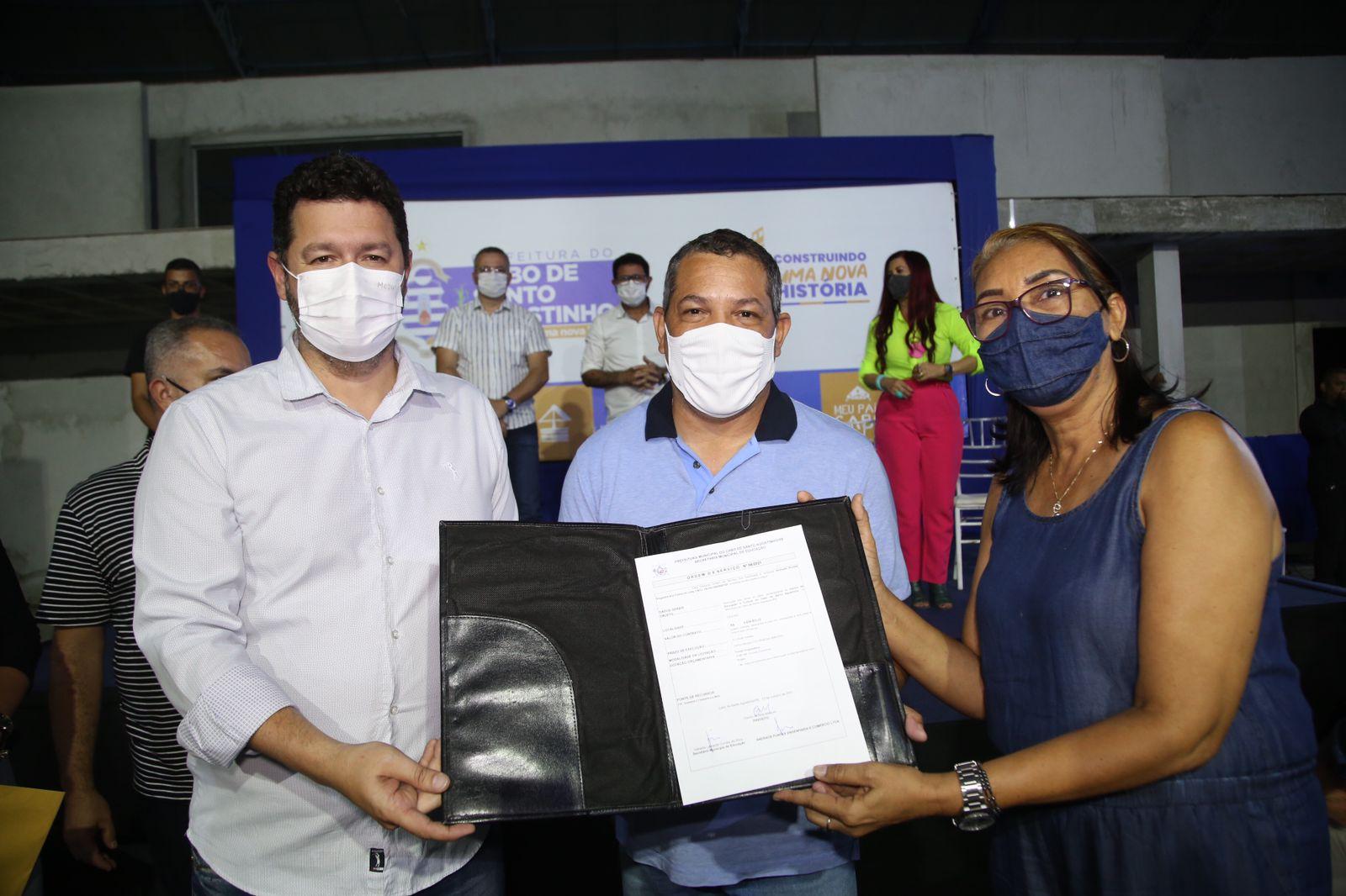 Keko do Armazém assina ordem de serviço para que obras do Centro de Formação Professor Elmo José de Freitas sejamretomadas