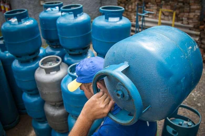Confira se tem direito ao vale gás nacional e como serão as inscrições para o benefício