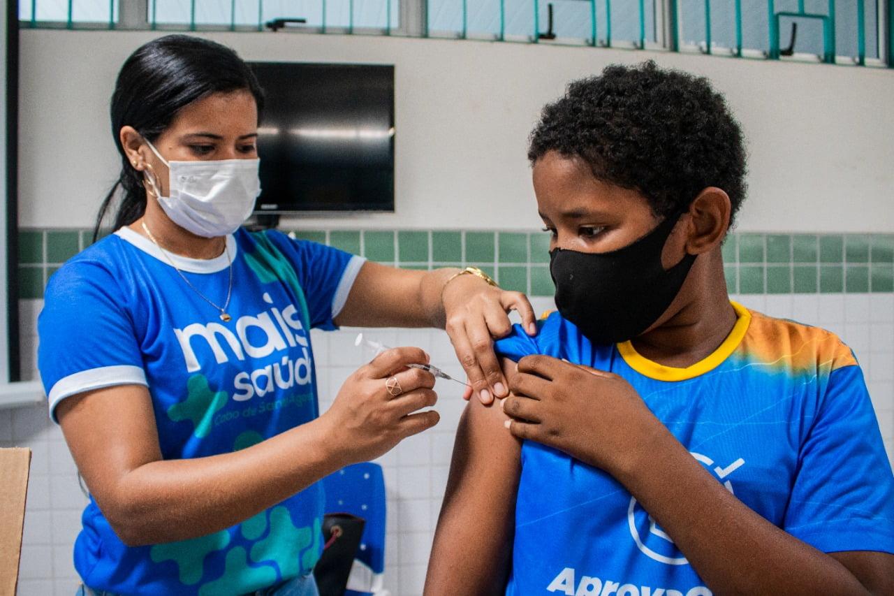 Prefeitura do Cabo vai vacinar os alunos das escolas municipais contra a covid-19; entenda como vai funcionar
